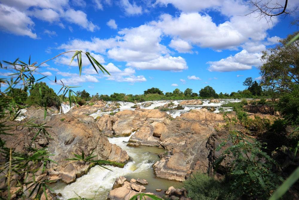Wasserfall Kaskaden Felsen Himmel wolken laos